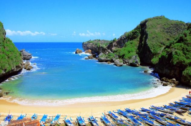 Pantai Jogja Yang Ada Candinya