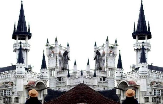 Bangunan Tua Seperti Kastil Ala Gaya Eropa